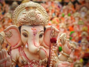 best places to visit in mumbai, siddhi vinayaka temple